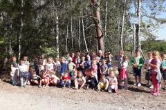 Wycieczka przedszkolakow  do lasu